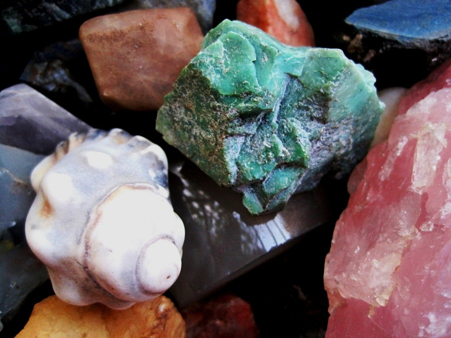 Difference between precious and semi precious stone