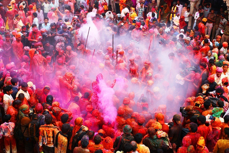 Lucky Color for Your Zodiac this Holi 2018