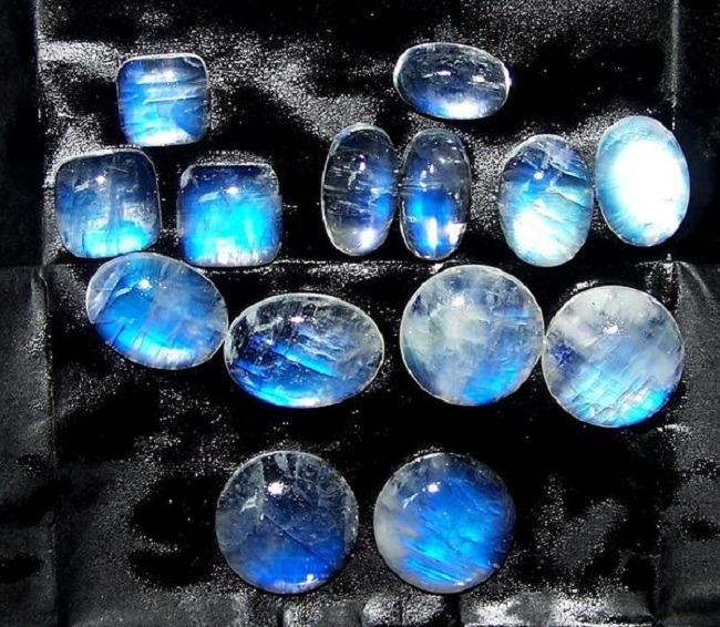 Moonstone Meaning and Benefits