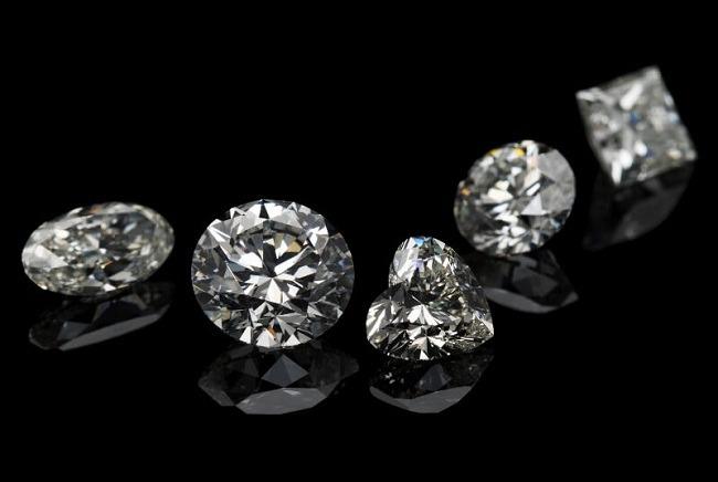 White Sapphire-Safed Pukhraj Gemstone