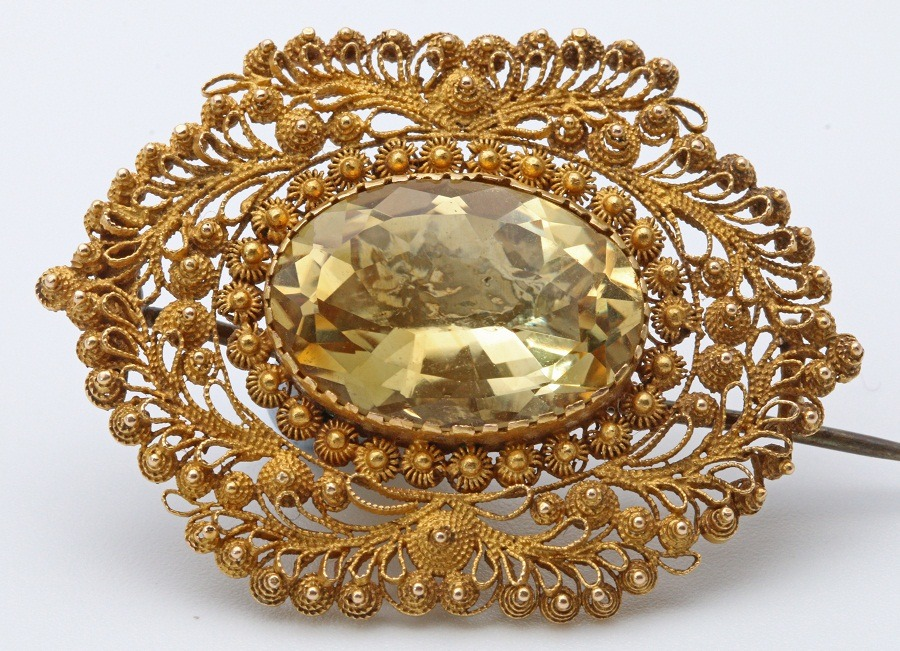 who can wear yellow sapphire gemstone
