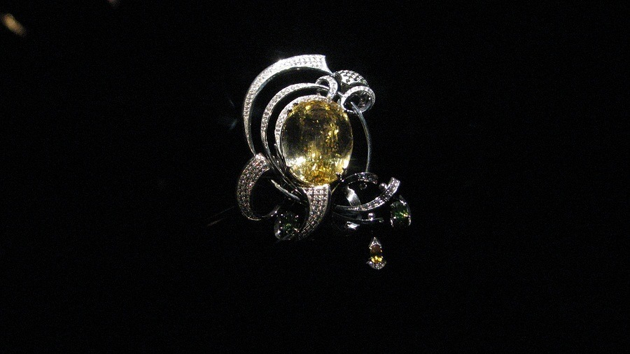 yellow sapphire finger to wear