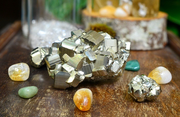 Gemstones for Money and Luck for Various Ascendants