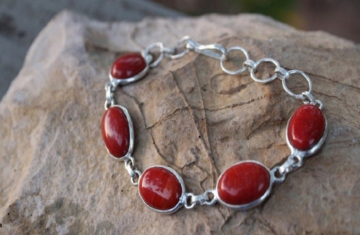 Effects of red coral gemstone